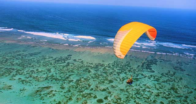 Paragliding in Bali Indonesia - Temple Pilots