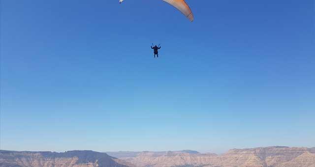 Paragliding in Panchgani - Temple Pilots